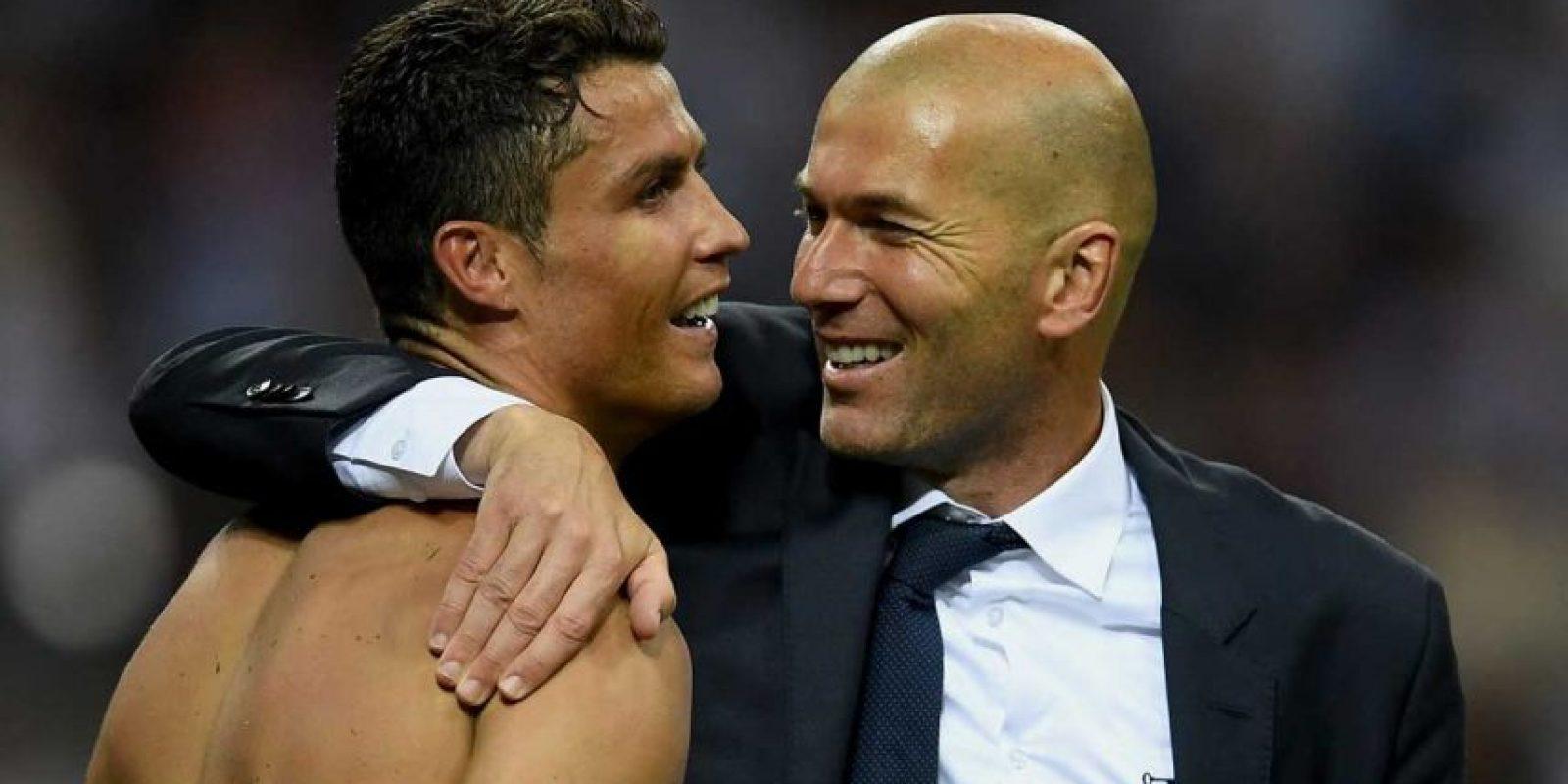 Se abrazó eufóricamente con el jugador estrella de su equipo, Cristiano Ronaldo. Foto:Getty Images