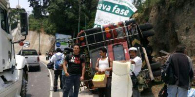 Vuelco de autobús con ruta hacia Quiché deja heridos