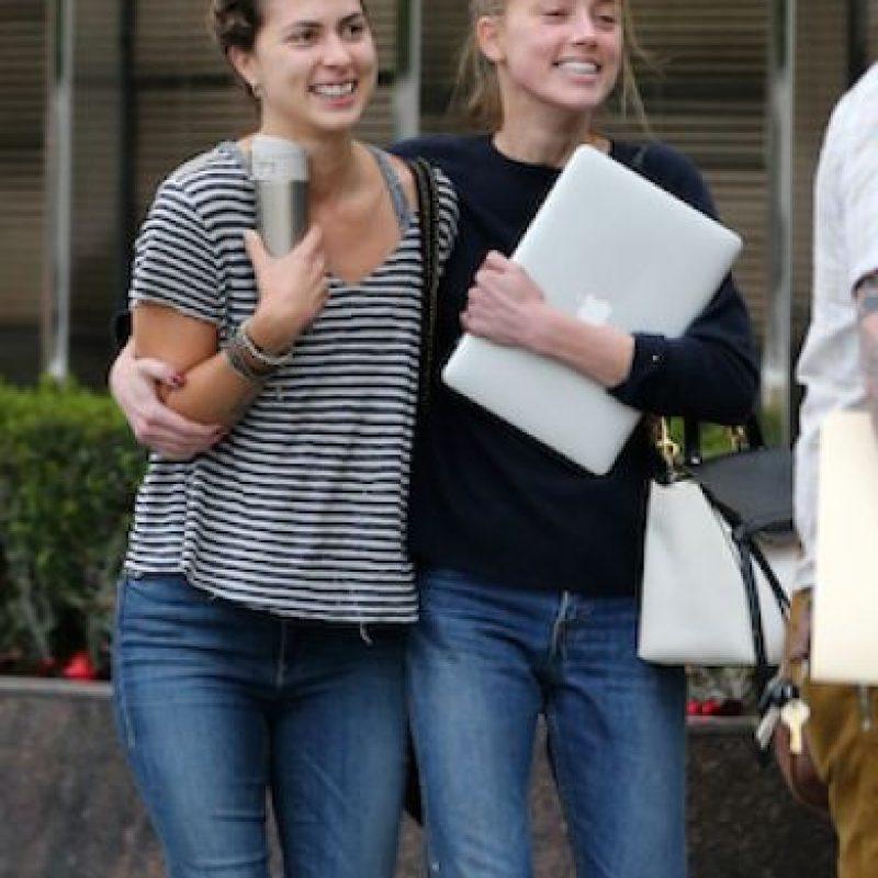 Así lucía Amber luego de cuatro horas de reunión con su equipo legal Foto:Grosby Group