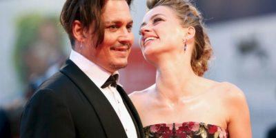 Johnny Depp fue visto bebiendo con misteriosa mujer