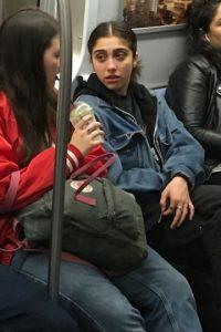 A veces pasa totalmente desapercibida en el metro Foto:Grosby Group