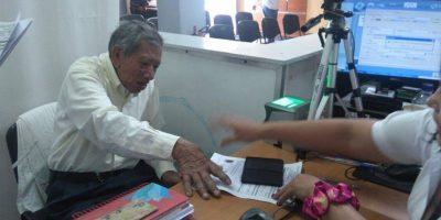 ¡Este es un ejemplo de responsabilidad ciudadana! Tramita su DPI a sus 90 años
