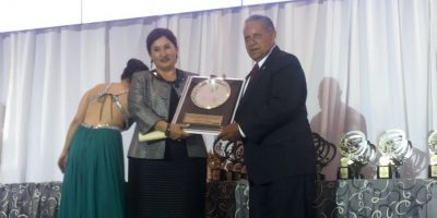 Thelma Aldana recibe reconocimiento en la 43 Cena de los Campeones