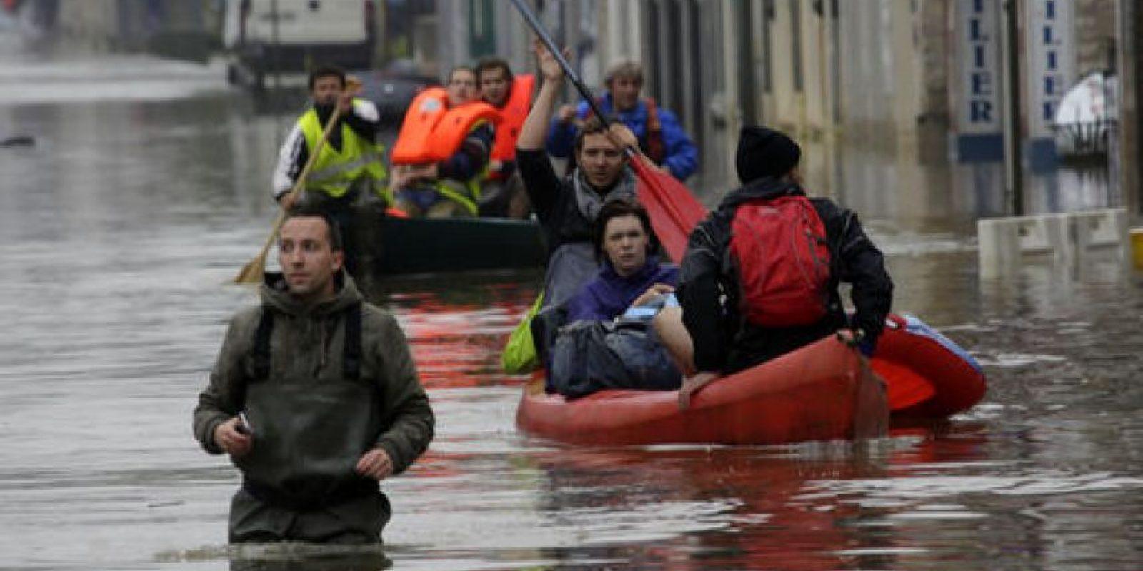 Localidades cercanas a París han resultado muy afectadas. Foto:AP