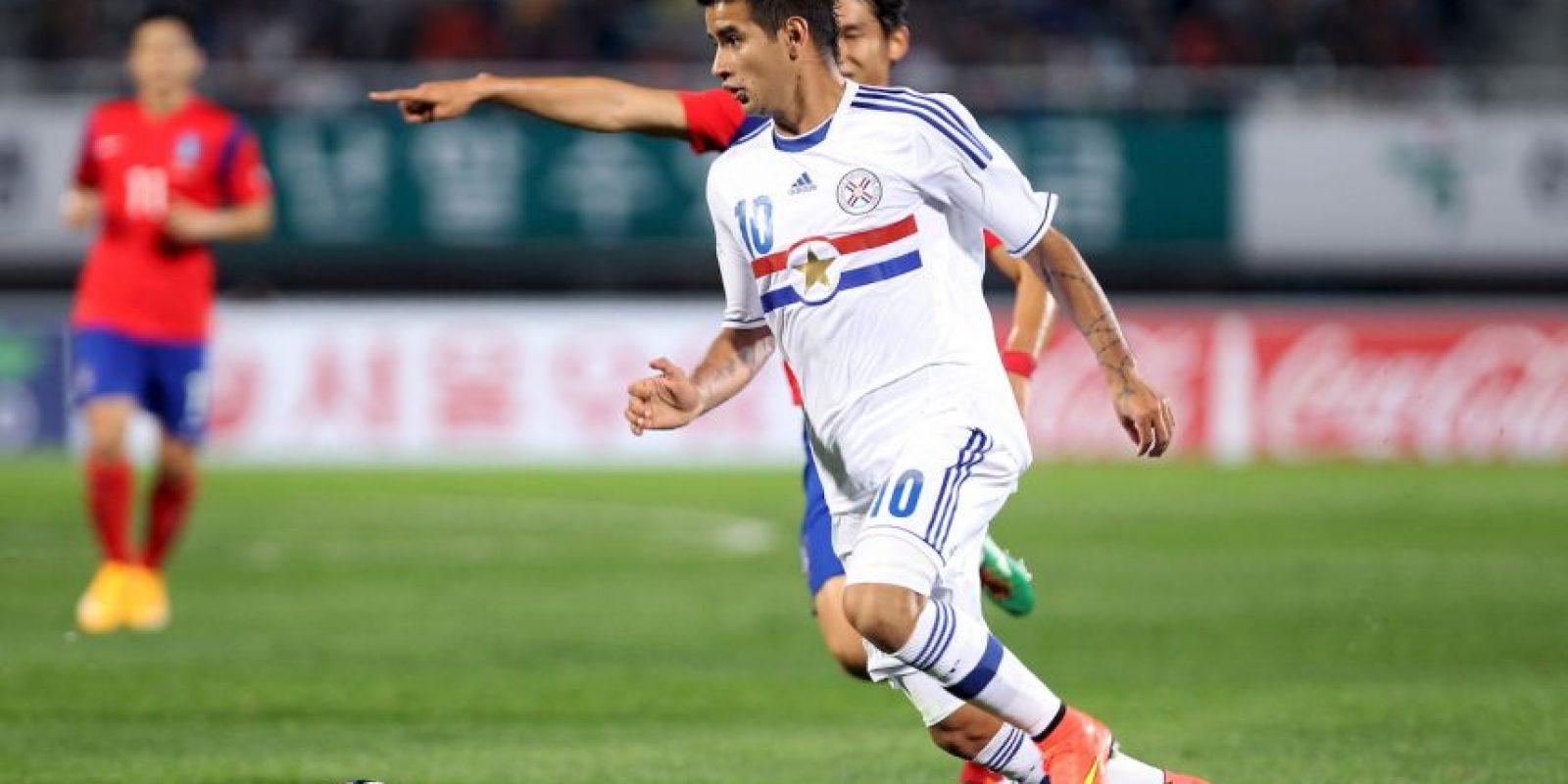 Polifuncional jugador que puede actuar por todo el frente del ataque. A sus 22 años ya registra 20 encuentros por la adulta de Paraguay, en los que ha convertido 3 goles. Es el símbolo de la renovación generacional que tanto urge en Paraguay y que Ramón Díaz desde el banco ha tenido que conducir. A su corta edad ya ha sido parte de seis equipos distintos a nivel profesional: Rubio Ñu (2009/12), Benfica (2012), Guaraní (2013), Olimpia (2014), Basilea (2014/15) y Dinamo Kiev (2015 a la fecha). Llega a la Copa América Centenario tras alcanzar el título de liga en Ucrania. Foto:Getty Images
