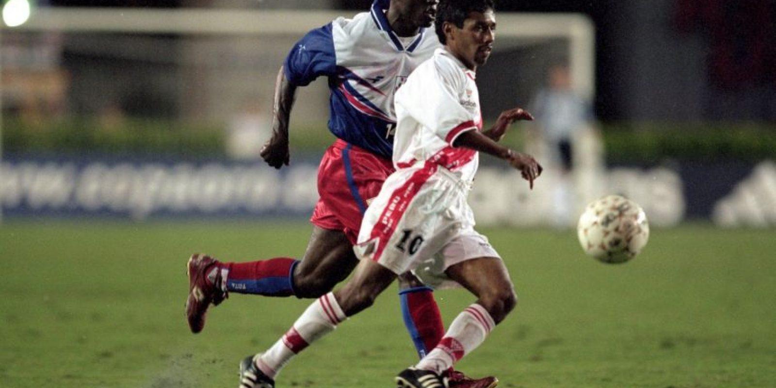 Considerado uno de los grandes ídolos del fútbol peruano, nunca pudo alzar la Copa América, como si lo hizo su país en 1939 y 1975. El Chorrillano comenzó a disputar el torneo en 1995, luego jugó en 1997, 1999, 2004 y su última edición fue en 2011, cuando ya era un veterano de los incaicos Foto:Getty Images