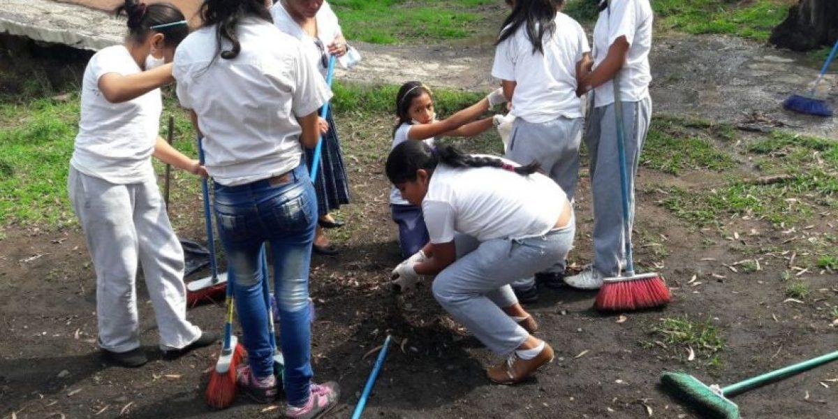 Jóvenes de Mixco hacen su aporte por el Día Mundial del Medio Ambiente