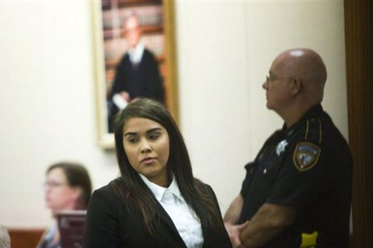 Prohíben a maestra acercarse al estudiante del que se embarazó Foto:AP