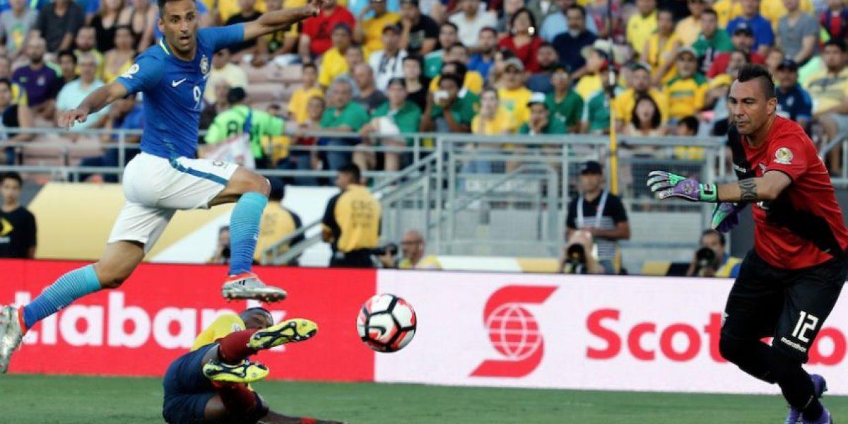 Injusticias y bloopers en el juego entre Brasil y Ecuador