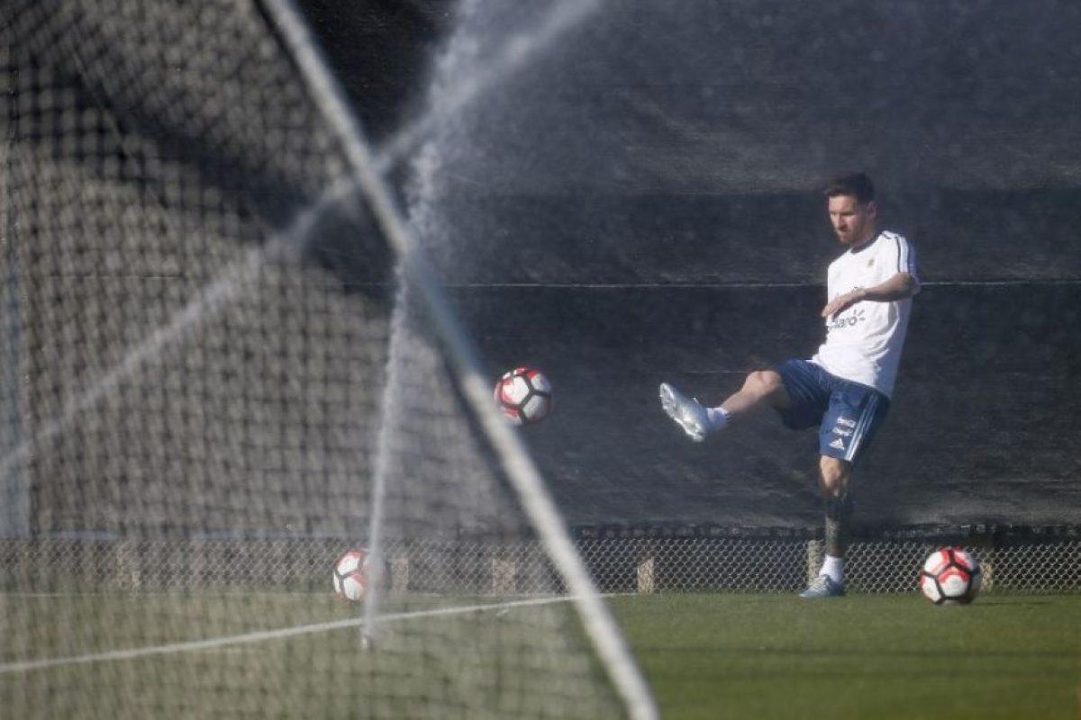El técnico Martino espera poder contar con Messi para el duelo contra Chile. Foto:AFP