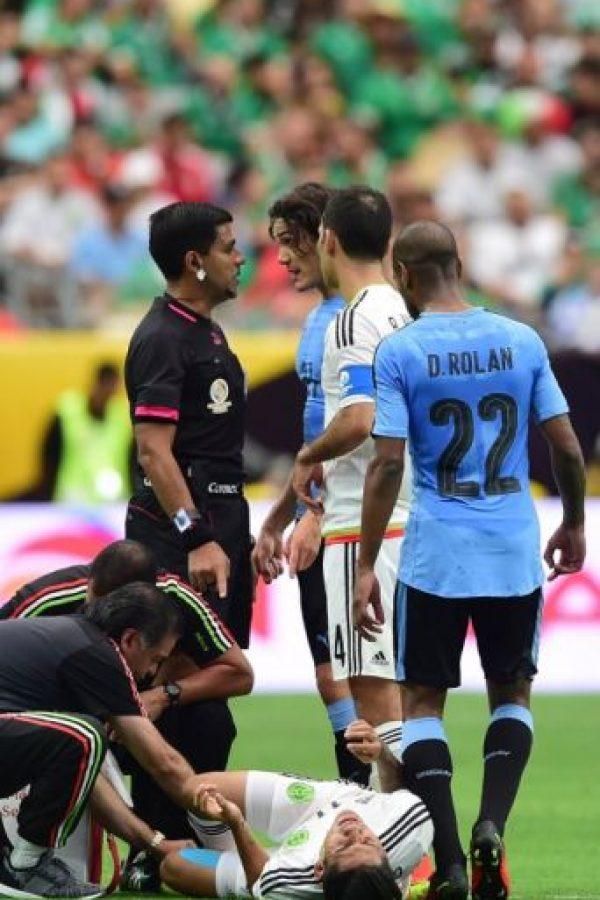 Los dirigidos de Óscar Tabárez perdieron por 3 a 1 con México y se lanzaron contra el árbitro Foto:AFP