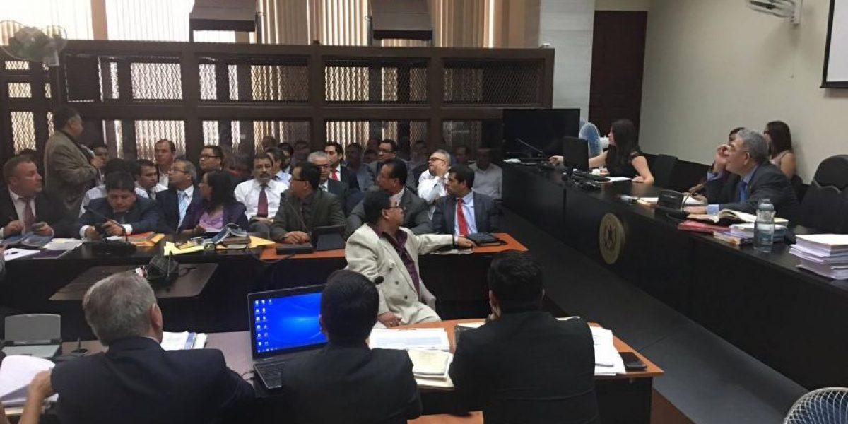 ¿Recuerdan al abogado que fue captado durmiendo en audiencia? ¡Lo hizo de nuevo!