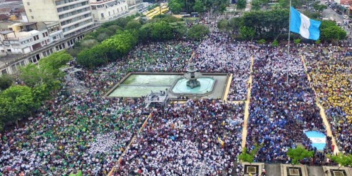¿Por qué miles de católicos abarrotaron la Plaza de la Constitución?