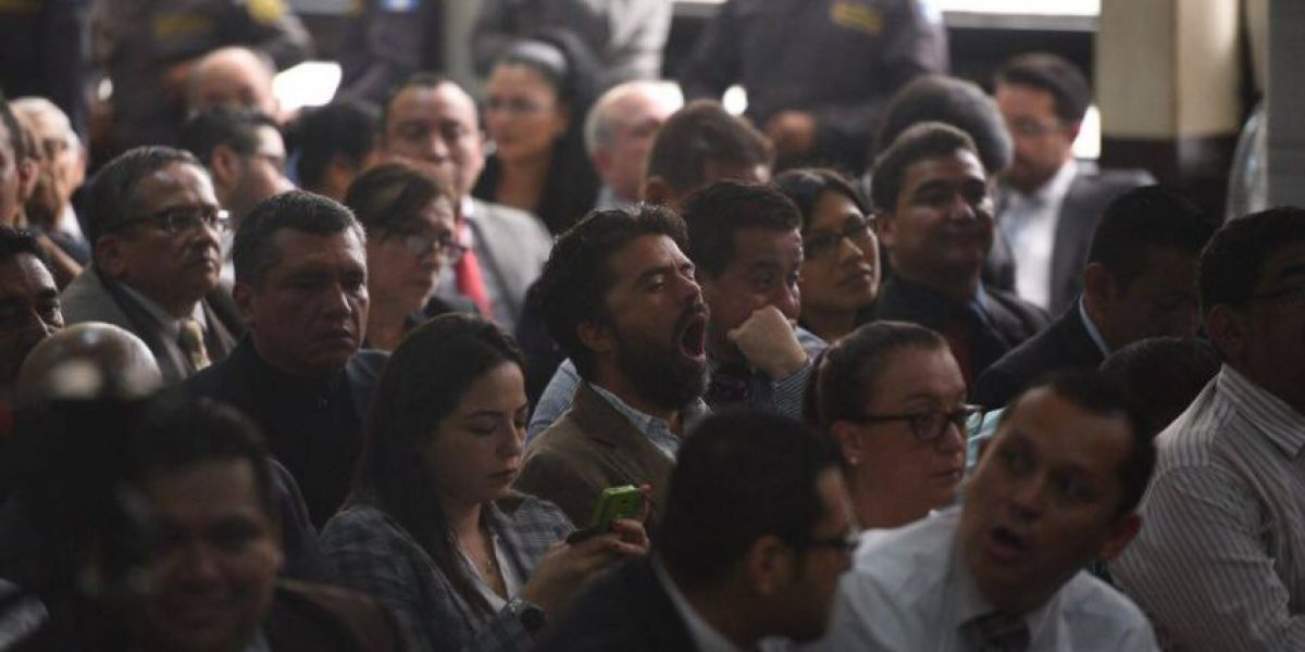 Con sala a su máxima capacidad, suspenden audiencia en caso #CooptacionEstadoGT
