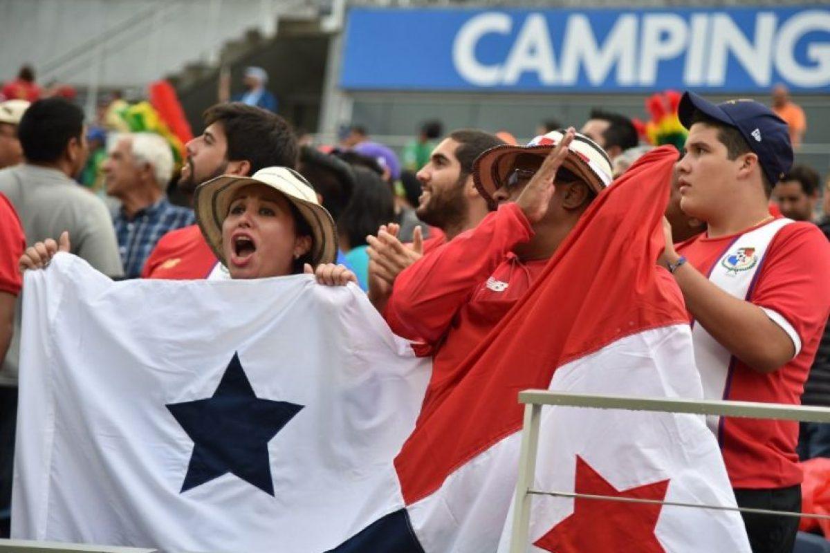 Blas Pérez fue la figura para la selección canalera que obtuvo sus primeros tres puntos. Foto:AFP