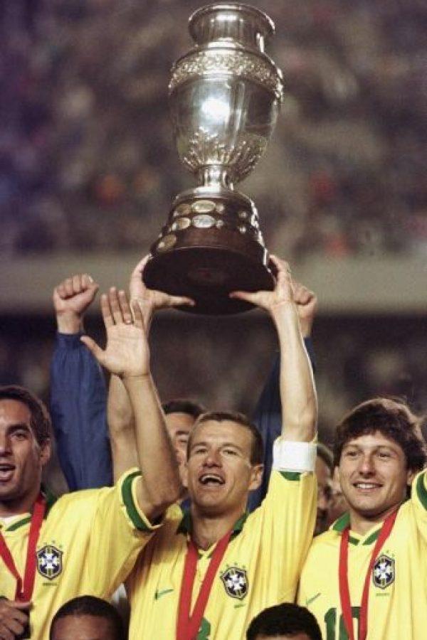 Dunga levantó la Copa América como jugador y ahora quiere repetir el logro como entrenador, pese a que Brasil no pasa por su mejor momento Foto:AFP