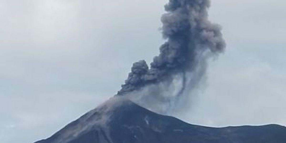Volcán de Fuego continúa con explosiones moderadas