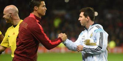 ¿Quien de estas dos figuras del futbol gana más dinero al año?