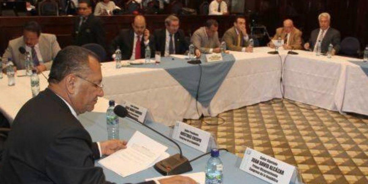 Presidente renuncia a la comisión Economía más no del Congreso