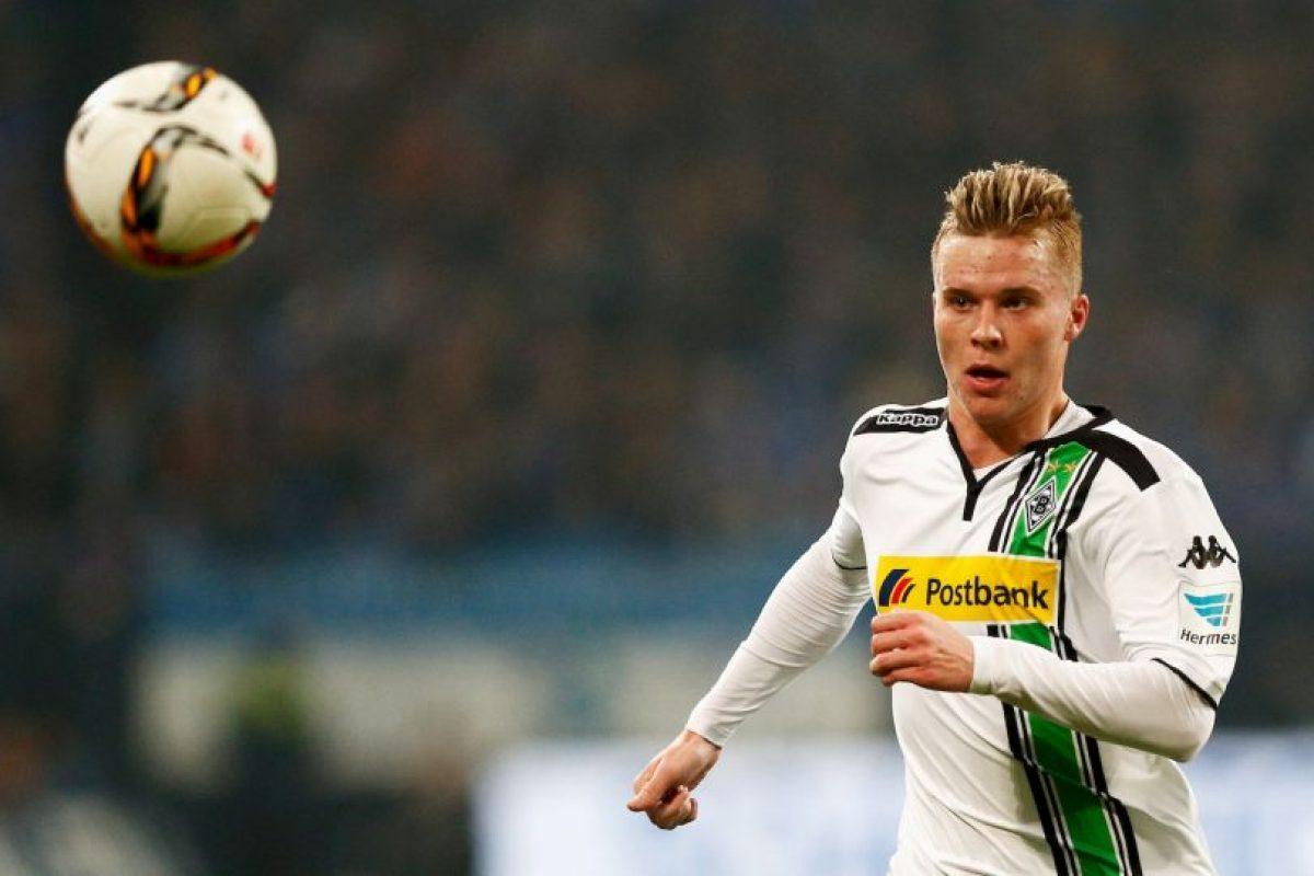 Sus 19 años no le han sido impedimento para pelear un puesto de titular en la defensa de Borussia Monchegladbach y no por nada es llamado a ser la gran opción de los suizos en la retaguardia Foto:Getty Images