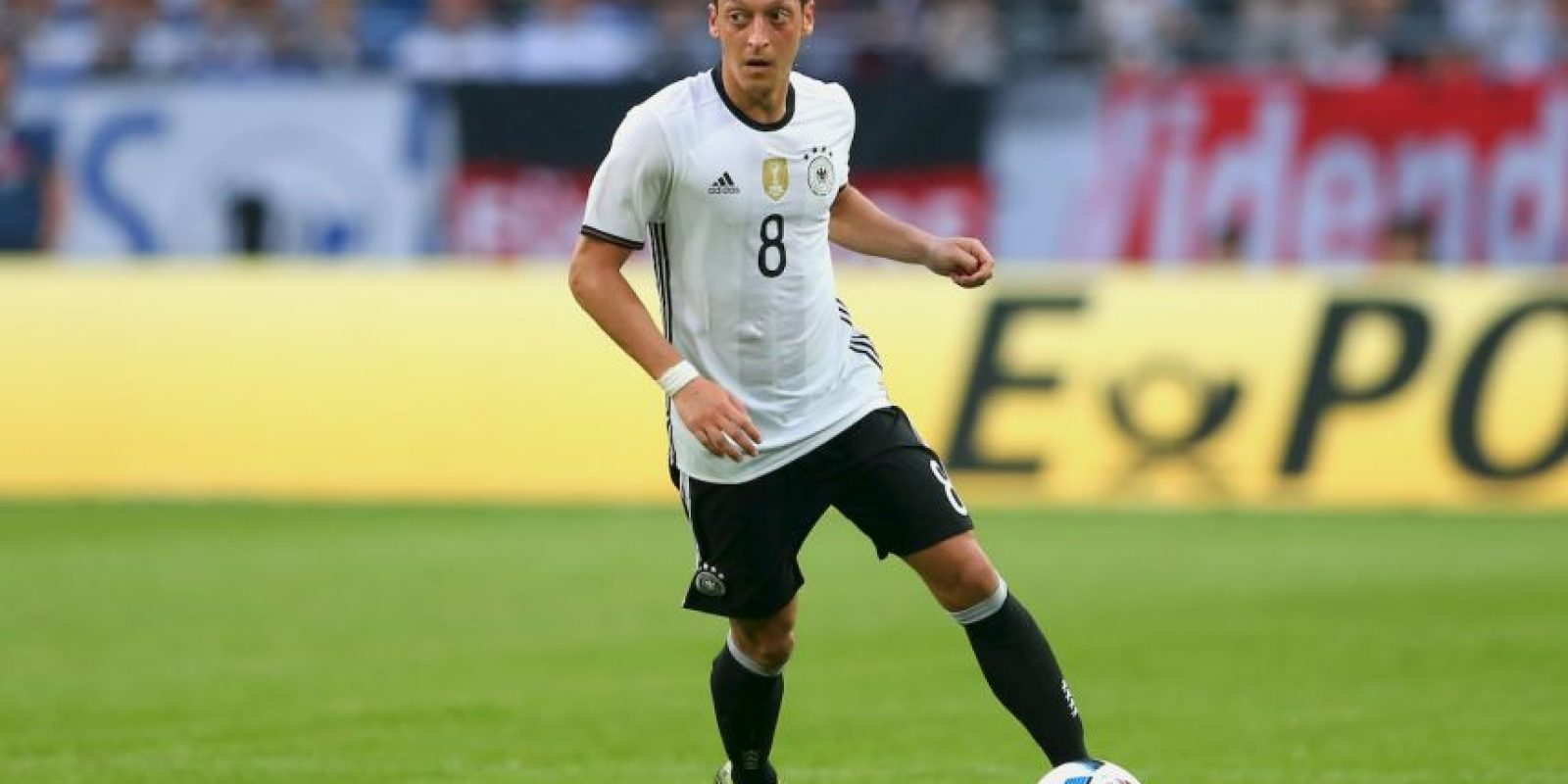 Mesut Özil tendrá que seguir el mismo camino que sus compañeros musulmanes Foto:Getty Images