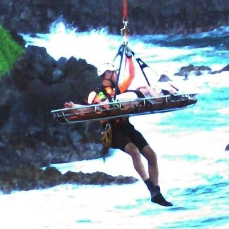 Para rescatarla se requirió de su traslado en helicóptero Foto:AP