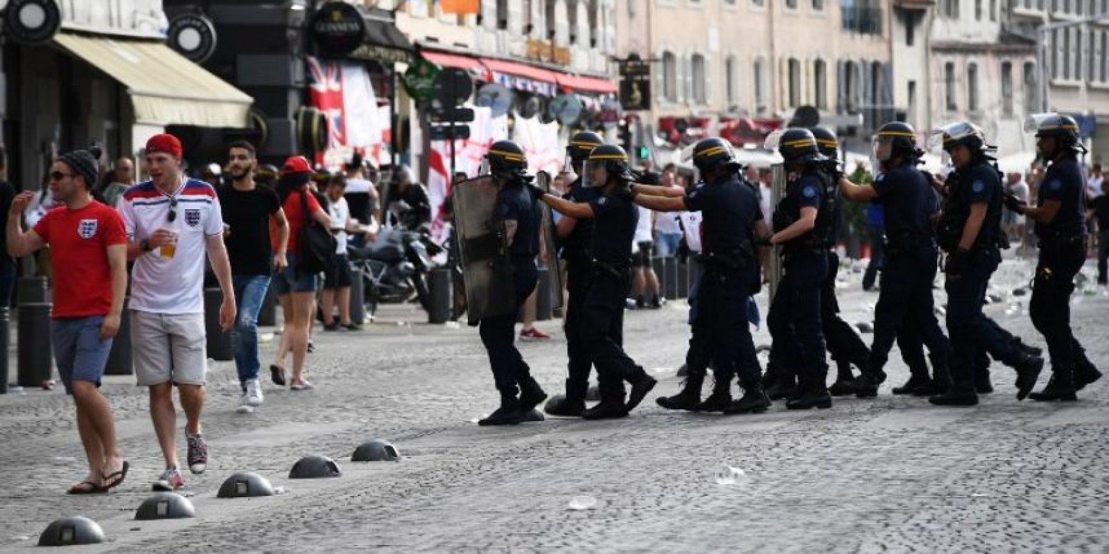 El bar irlandés, que era el punto de encuentro de los ingleses, ahora es custodiado por la policía Foto:AFP