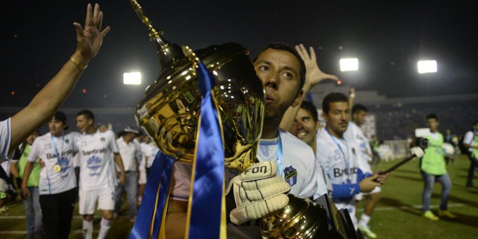 El portero petenero se despidió de los seguidores de Comunicaciones y del futbol. Foto:Publisport