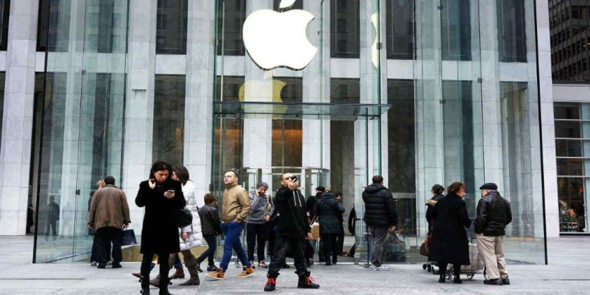 Se disfrazó de empleado, fue a una tienda Apple y robó 19 iPhone