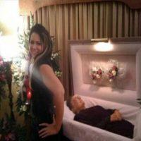 Más selfies en funerales. Foto:Tumblr