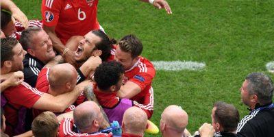 El eufórico festejo de Gareth Bale en el histórico debut de Gales en la Euro