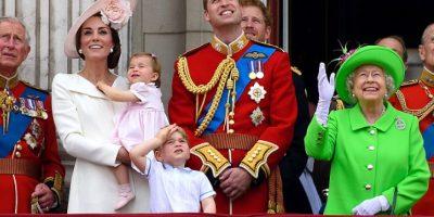 "Princesa Charlotte ""se roba"" la ceremonia de cumpleaños de la Reina"