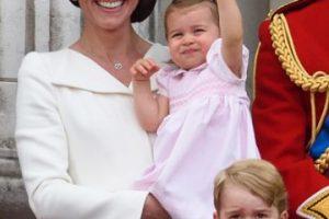 Charlotte llevaba un vestido rola pálido Foto:Getty Images