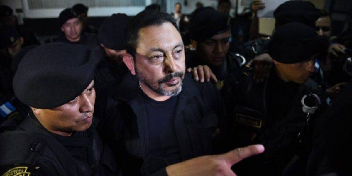 Vinculan a López Bonilla con cobro de comisiones por contratos