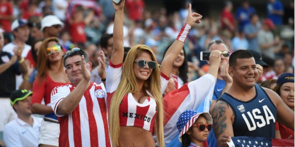 Aficionada de Paraguay presume sus atributos en la Copa América