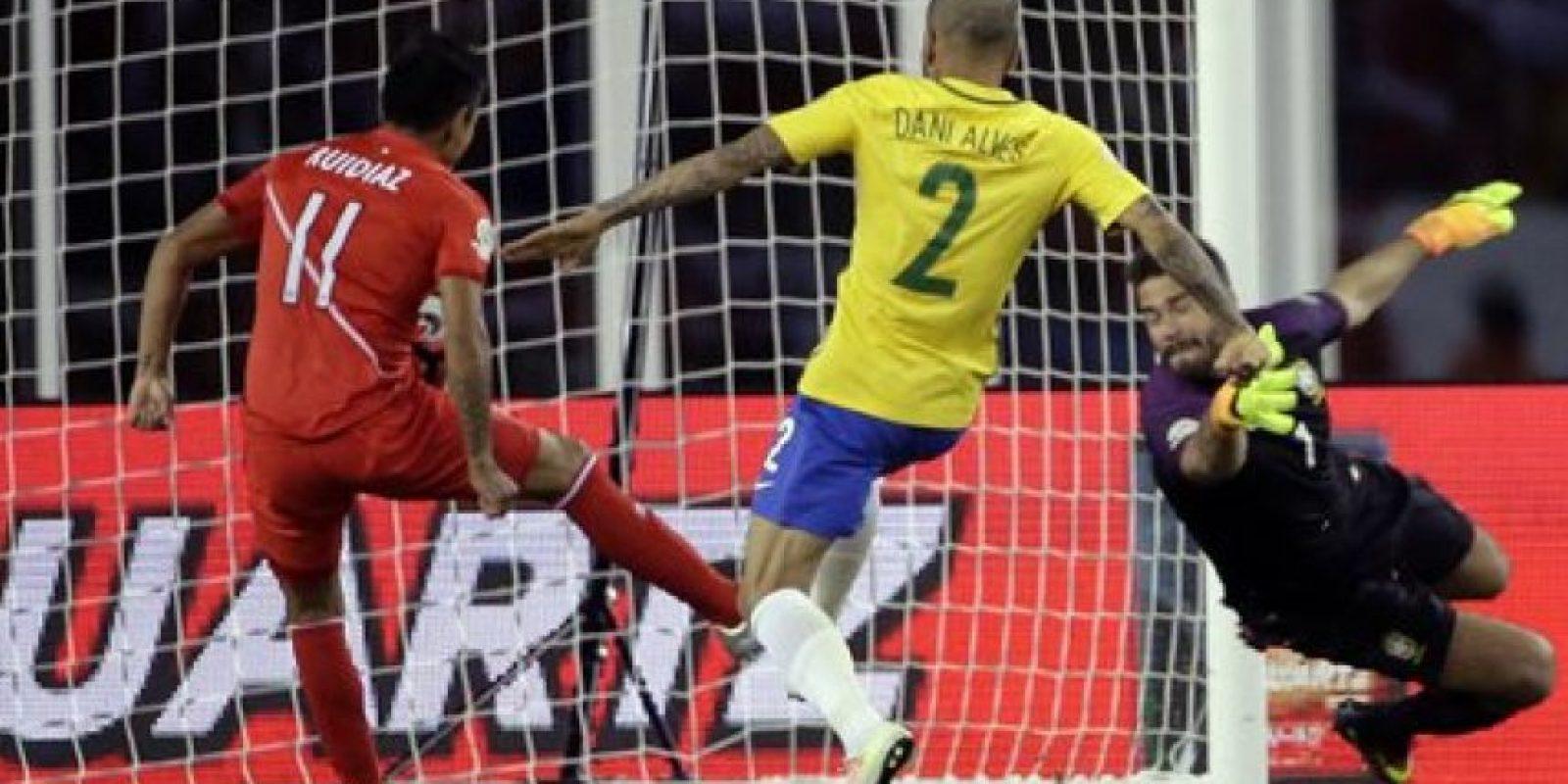 El resultado, con polémica incluida, marcó el adiós de Brasil de la Copa América Centenario. Foto:AP