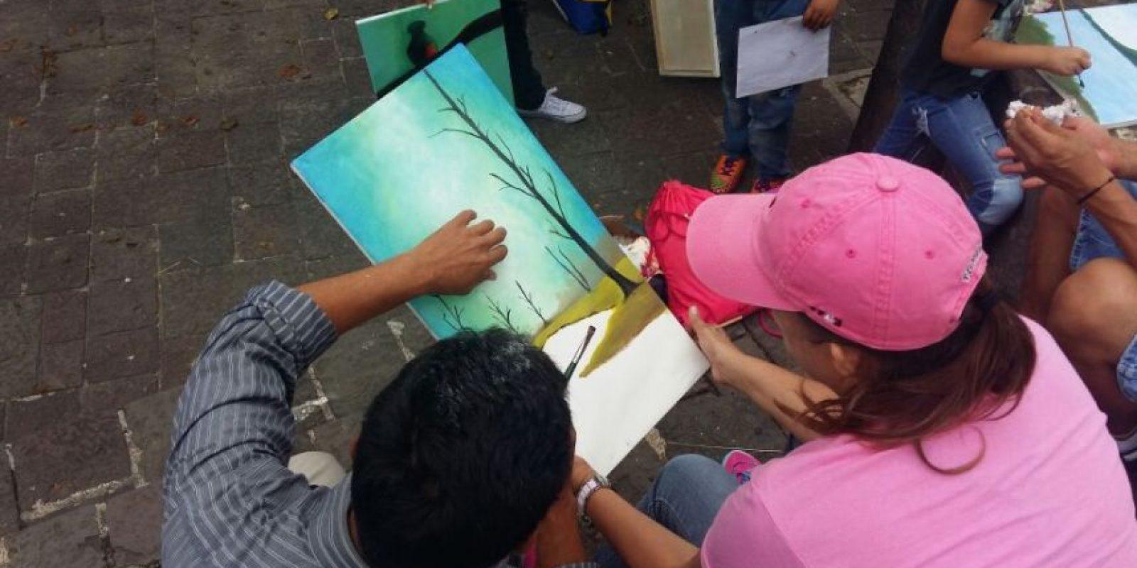 Algunas personas también acuden a recibir clases de pintura. Foto:Esvin López