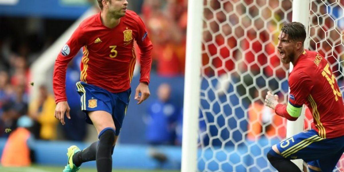 Gol in extremis de Piqué para darle la primera victoria a España