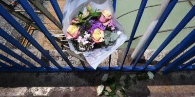 El lugar de la tragedia está adornado con flores y banderas de Irlanda del Norte Foto:Getty Images