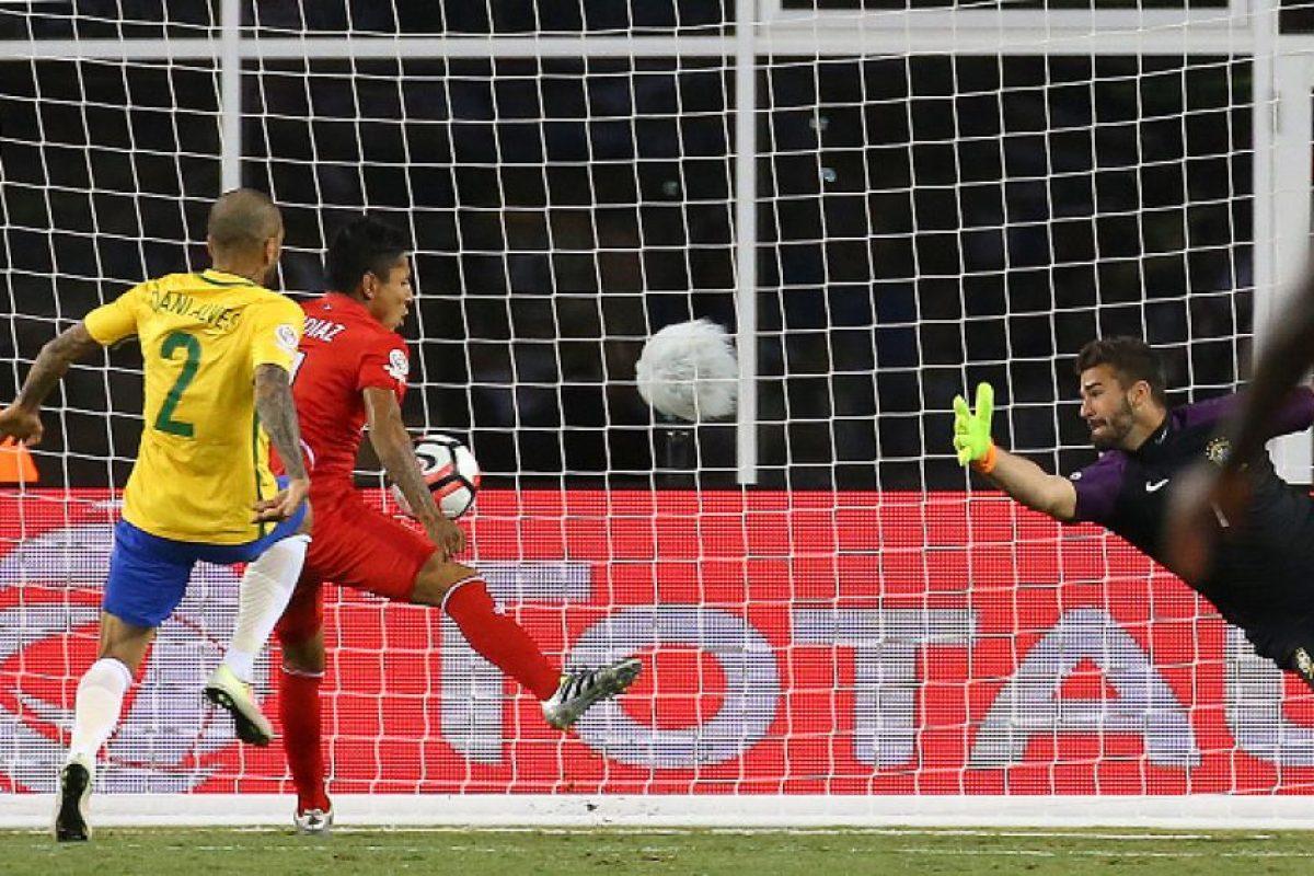 La última gran polémica vino este domingo, cuando Raúl Ruidíaz convirtió un gol con la mano y el árbitro Andrés Cunha lo validó Foto:Getty Images