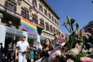 Mediante las redes sociales, millones de usuarios también han manifestado su apoyo a las víctimas y sus familias. Foto:AP