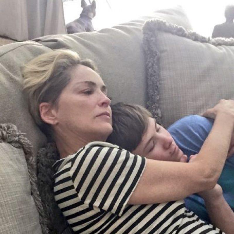 Sharon Stone con su hijo Foto:Twitter @Sharonstone