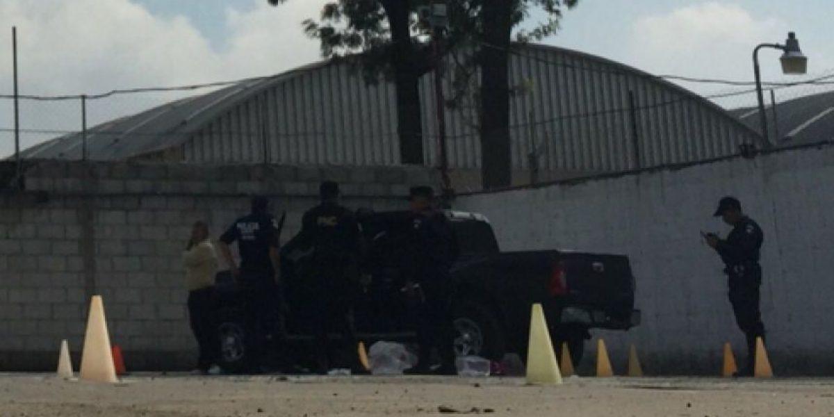 Asesinan a balazos a padre de familia en interior de un colegio