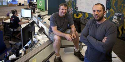 Jan Koum junto con Brian Acton, fundadores de WhatsApp.