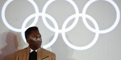 Pelé recibe la Orden Olímpica por parte del COI