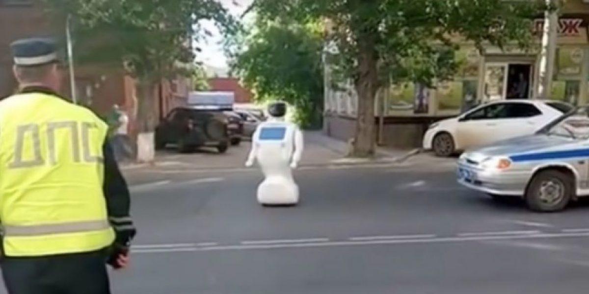 Robot ruso se escapó de sus creadores y paró el tránsito local