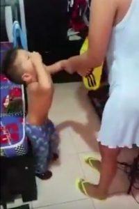 El pequeño Santiago no quiso usar la camiseta de Colombia Foto:Twitter