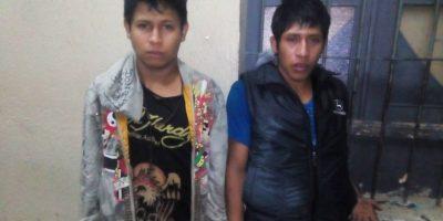 Autoridades capturan a dos personas que asaltaban con pistola de gas