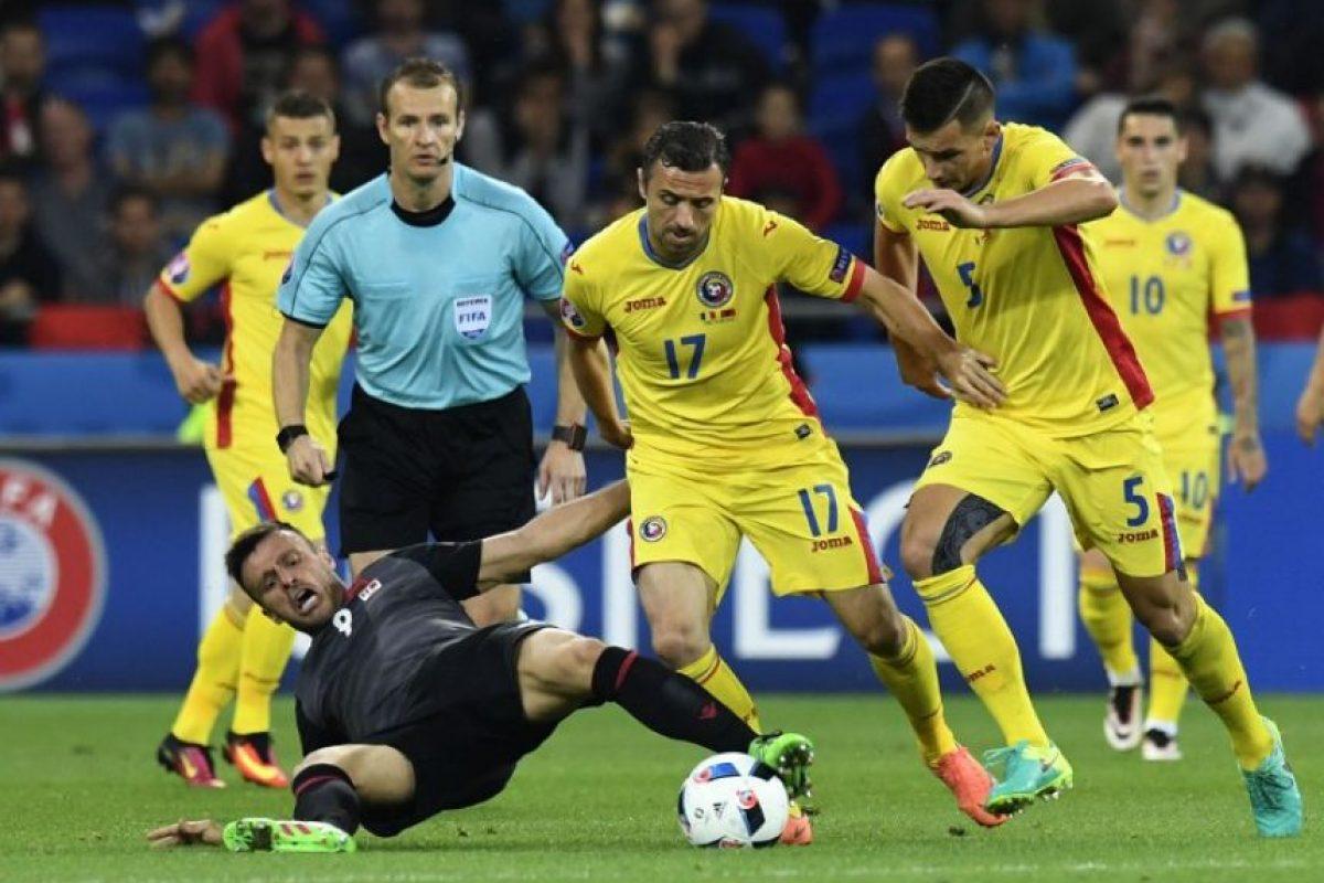 Albania celebró este domingo su primer triunfo en la Eurocopa. Foto:AFP