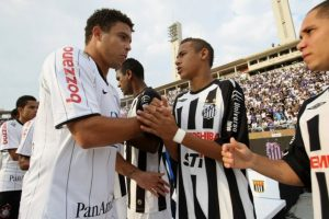 Ronaldo Nazario superó en una competencia muy particular a la estrella del Barcelona. Foto:AFP
